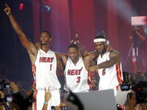 Miamba ya Miami Chris Bosh,Dwayne Wade na Lebron James