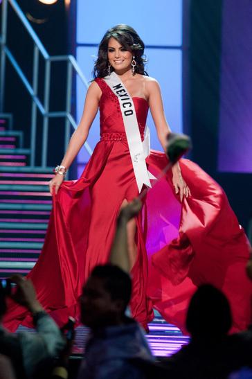 Miss Universe katika vazi la jioni