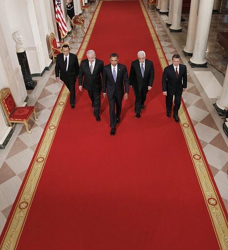 Barack Obama  akiingia white house kwa mazungumzo  na Netanyahu na Yasser Arafat