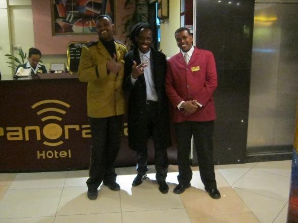 mwanamuziki Kamanda Ras makunja(katikati)akiwa na wadau nchini Ethopia,kwa ajili ya kuipeperusha CD mpya ya Bongo Tambarare