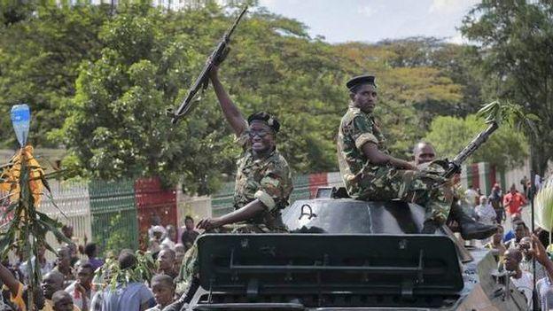 150513153052_wanajeshi_wakisheherekea_katika_barabara_za_bujumbura_640x360_bbc_nocredit